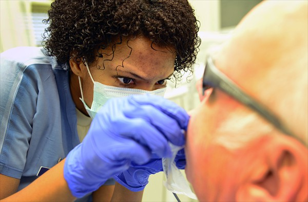 Dentist-For-Teeth-Cleaning-Edmonton-Downtown-Dentist